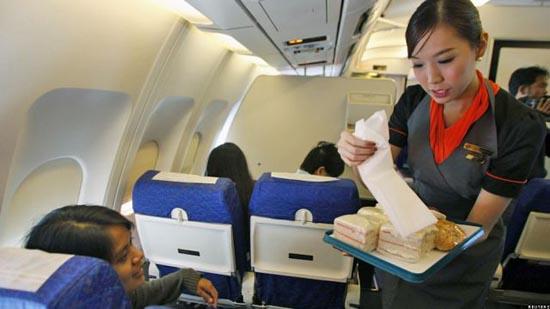 Οι ασυνήθιστες αεροσυνοδοί της Ταϊλανδέζικης P.C. Air (6)