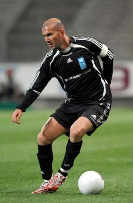 Διάσημοι ποδοσφαιριστές σε παιδική ηλικία και τώρα (8)