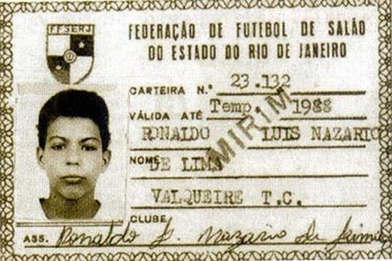 Διάσημοι ποδοσφαιριστές σε παιδική ηλικία και τώρα (11)
