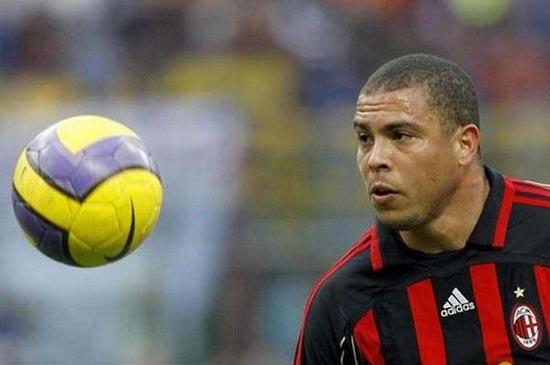 Διάσημοι ποδοσφαιριστές σε παιδική ηλικία και τώρα (12)
