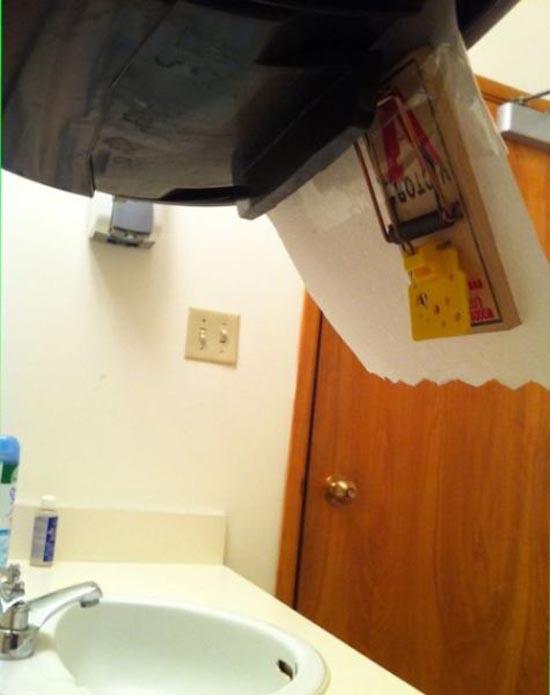 Φάρσα στην τουαλέτα (2)