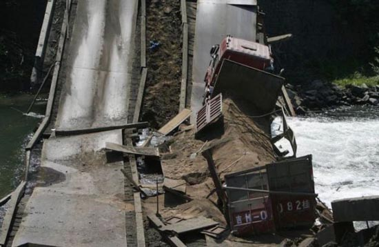 Φορτηγά σκέτη καταστροφή (1)