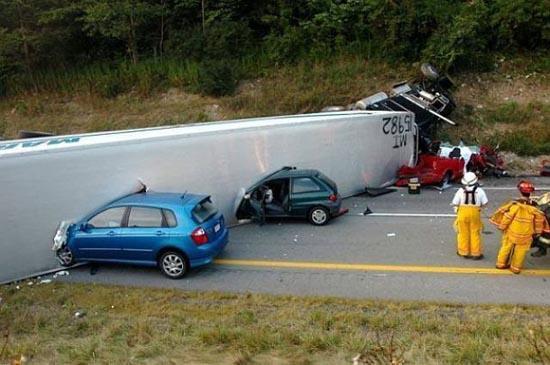 Φορτηγά σκέτη καταστροφή (5)