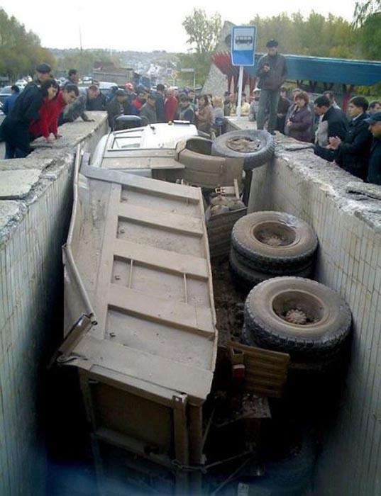 Φορτηγά σκέτη καταστροφή (16)