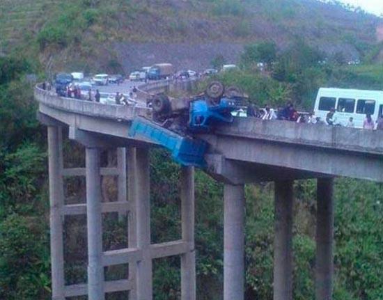 Φορτηγά σκέτη καταστροφή (24)