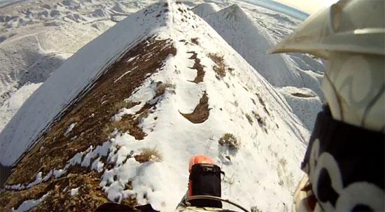 Οδηγώντας στην κορυφογραμμή ενός βουνού