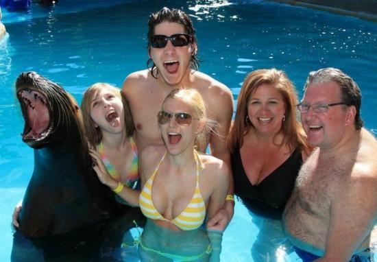 Φωτογραφία της ημέρας: Αναμνηστική φωτογραφία στην πισίνα