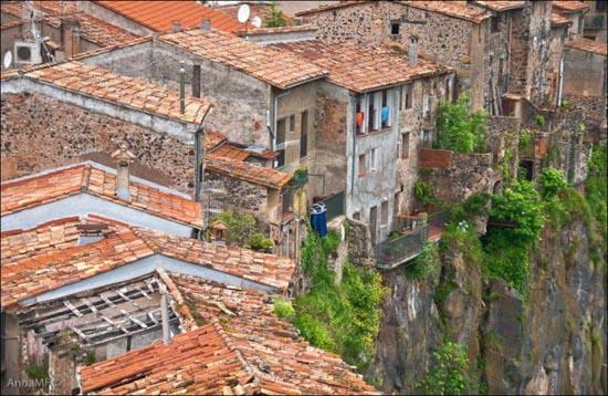 Πόλεις κτισμένες στο χείλος του γκρεμού (5)