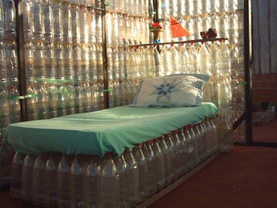 Σπίτι από πλαστικά μπουκάλια (2)