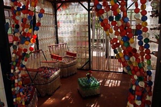 Σπίτι από πλαστικά μπουκάλια (3)