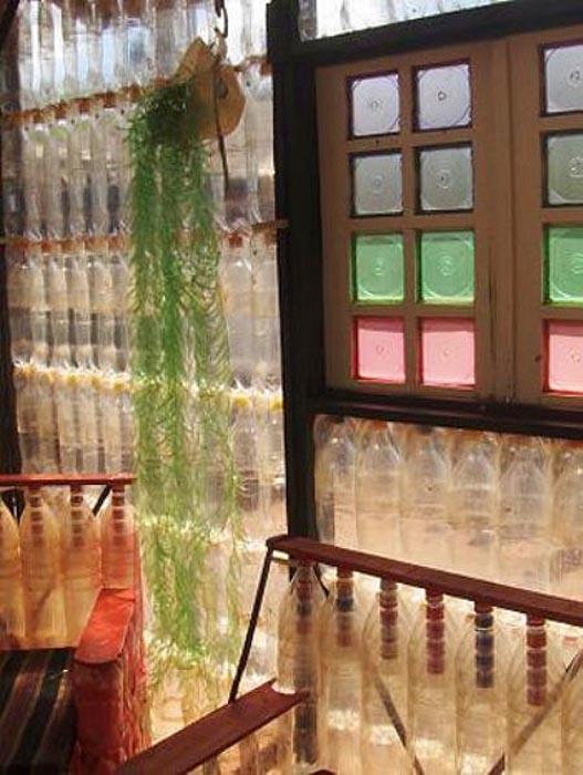 Σπίτι από πλαστικά μπουκάλια (4)