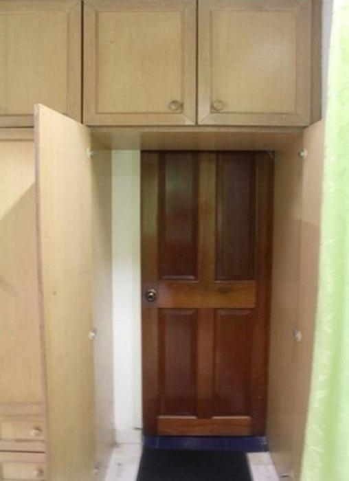 Τι κρύβει αυτή η ντουλάπα; (3)