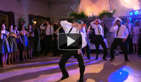 Τρελή χορογραφία του γαμπρού σε γαμήλια δεξίωση