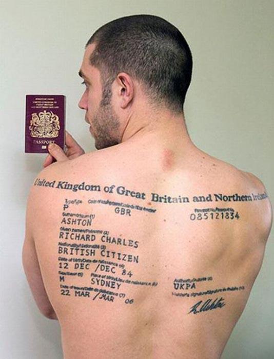 Τρελό & ανεξήγητο τατουάζ στην πλάτη (2)