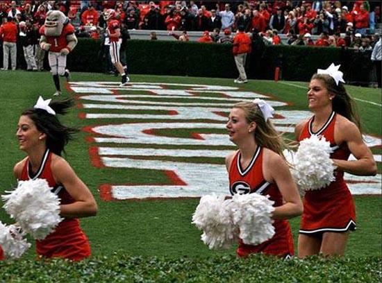 Ασυνήθιστη Cheerleader (2)