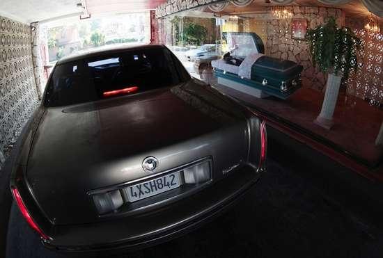 Drive-Through γραφείο κηδειών (4)