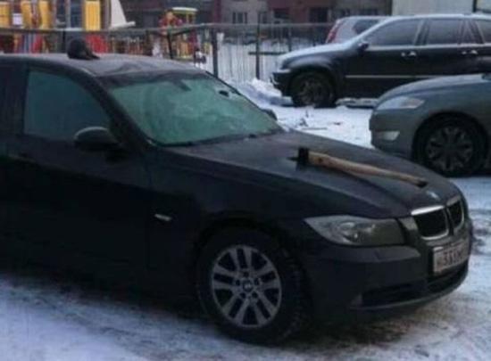 Εκδίκηση στο αγαπημένο του αυτοκίνητο... (3)