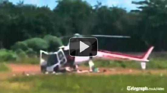 Ελικόπτερο διαλύεται κατά την προσγείωση