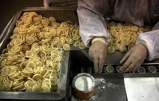 Φωτογραφίες από εργοστάσιο παραγωγής προφυλακτικών (9)