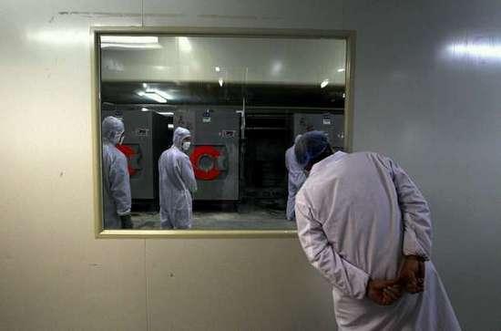 Φωτογραφίες από εργοστάσιο παραγωγής προφυλακτικών (11)