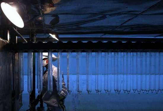 Φωτογραφίες από εργοστάσιο παραγωγής προφυλακτικών (12)