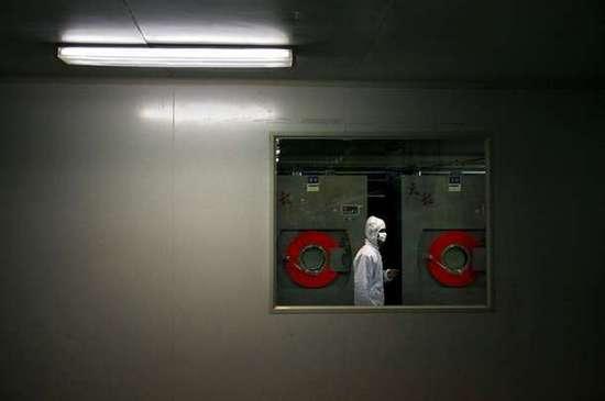 Φωτογραφίες από εργοστάσιο παραγωγής προφυλακτικών (15)