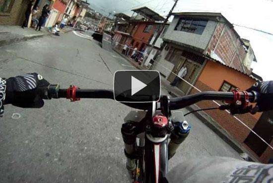 Η πιο ξέφρενη κούρσα με ποδήλατο που έχετε δει!