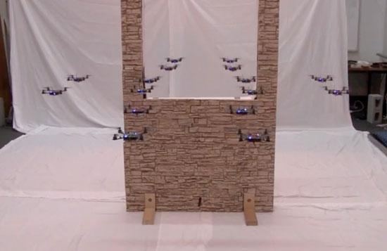 Ιπτάμενα μικροσκοπικά ρομπότ πετούν σε σχηματισμό