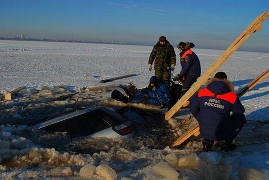 Οδήγηση στην παγωμένη λίμνη (3)