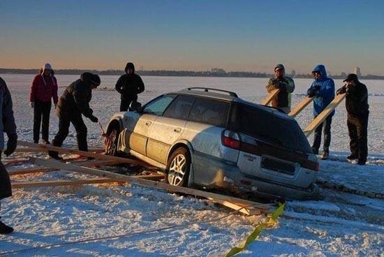 Οδήγηση στην παγωμένη λίμνη (4)