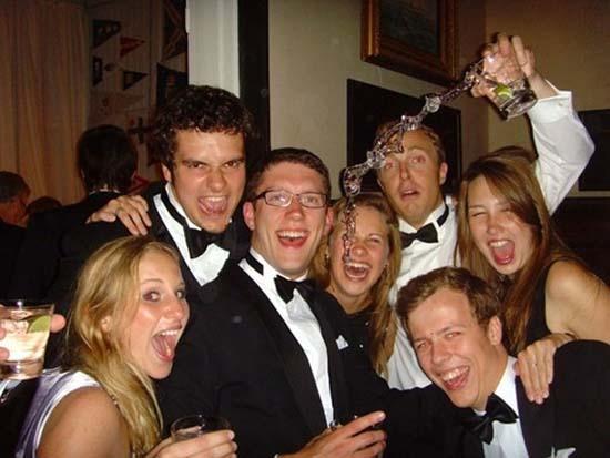 Φωτογραφίες από πάρτι τραβηγμένες την κατάλληλη στιγμή (11)