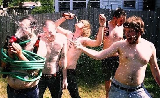 Φωτογραφίες από πάρτι τραβηγμένες την κατάλληλη στιγμή (15)