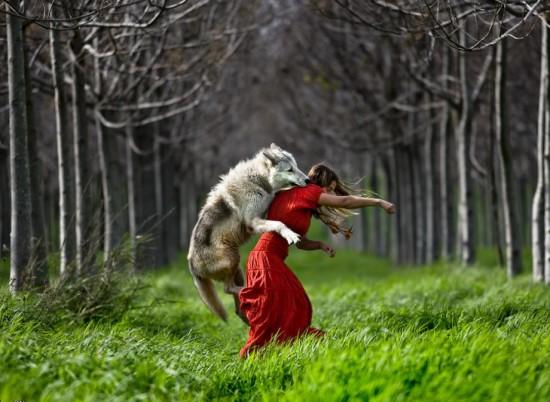 Φωτογραφία της ημέρας: Κοκκινοσκουφίτσα και κακός λύκος
