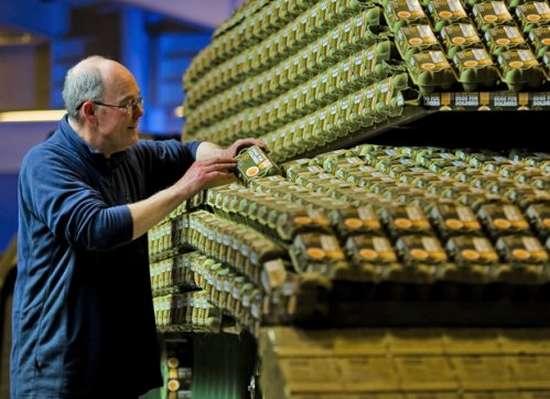 Έφτιαξε Tank με 5.000 αυγοθήκες (1)