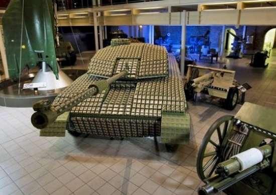 Έφτιαξε Tank με 5.000 αυγοθήκες (2)