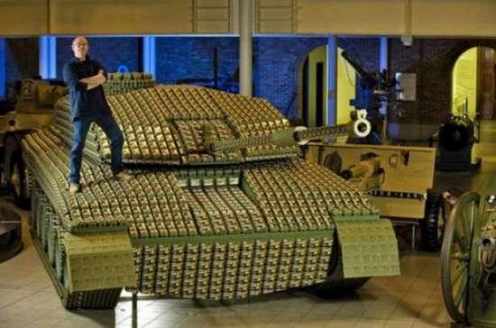 Έφτιαξε Tank με 5.000 αυγοθήκες (4)