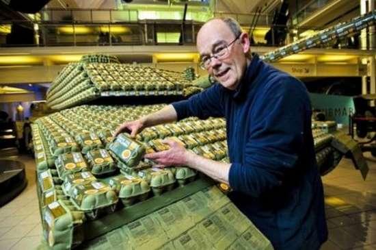 Έφτιαξε Tank με 5.000 αυγοθήκες (5)