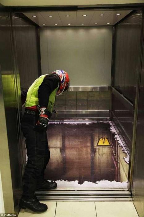 Τρομακτικές οφθαλμαπάτες σε ασανσέρ (1)