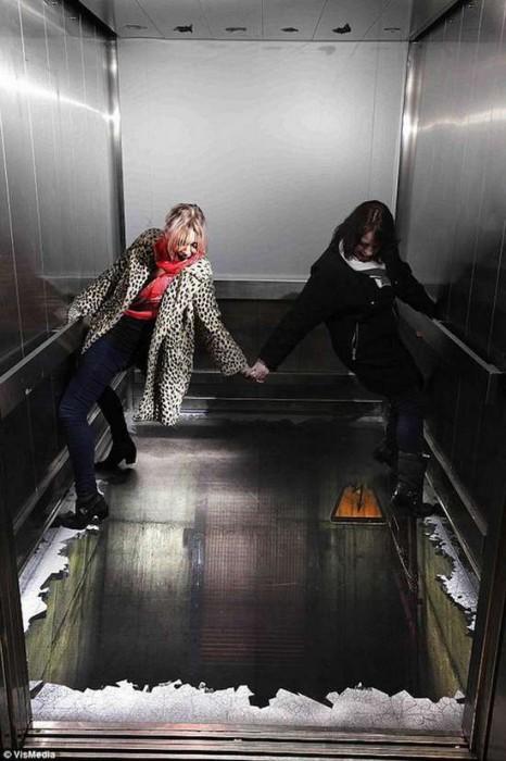 Τρομακτικές οφθαλμαπάτες σε ασανσέρ (2)