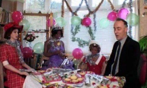 Άνδρας παντρεύτηκε μια πλαστική κούκλα (8)