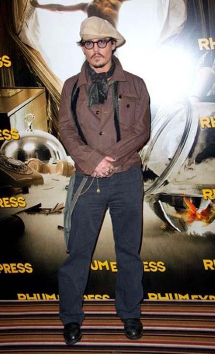 Τα διαφορετικά στυλ του Johnny Depp από το 1994 μέχρι σήμερα (19)