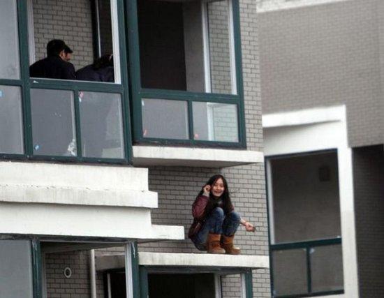 Διάσωση κοπέλας από αυτοκτονία (1)