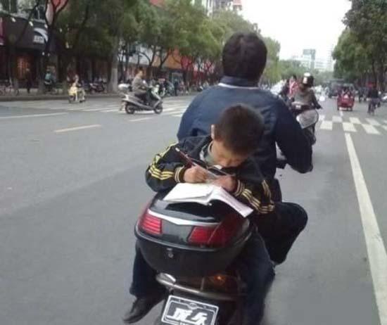 Δημόσιοι κίνδυνοι πάνω σε μοτοσυκλέτες (12)