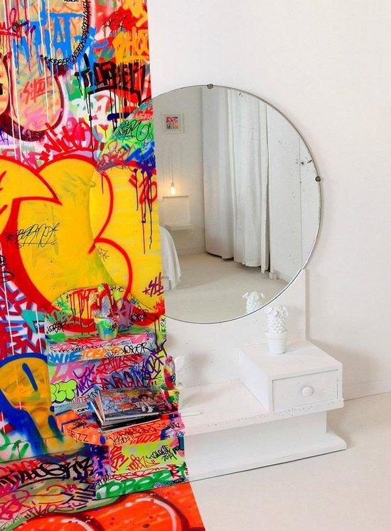 Δωμάτιο ξενοδοχείου με graffiti (4)