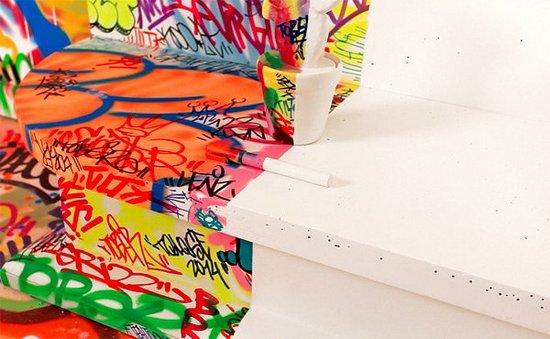 Δωμάτιο ξενοδοχείου με graffiti (5)