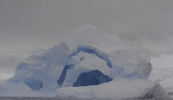 Έκρηξη παγόβουνου στην Ανταρκτική