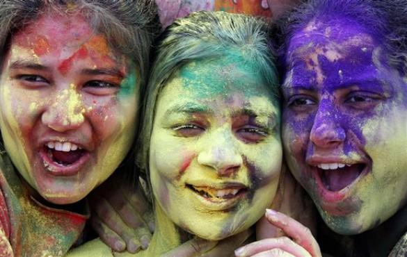 Το φεστιβάλ των χρωμάτων στην Ινδία (2)