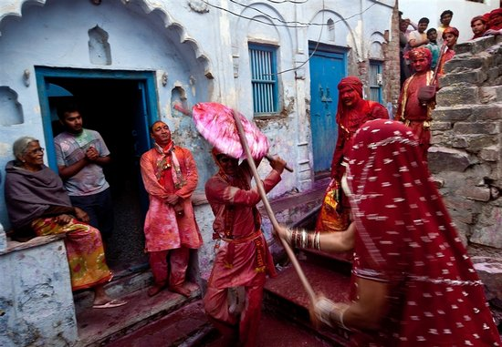 Το φεστιβάλ των χρωμάτων στην Ινδία (4)