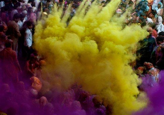 Το φεστιβάλ των χρωμάτων στην Ινδία (5)
