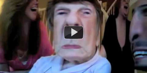 Γιαγιάδες και παππούδες ανακαλύπτουν το Photo Booth (Video)